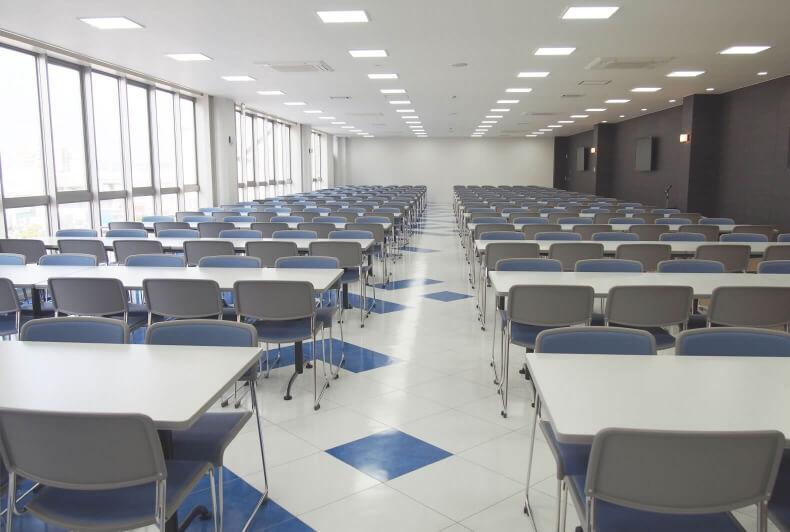 沖縄本社(第2ビル)大人数に対応するリフレッシュルーム